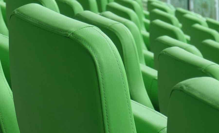 meubelstoffenonline.com - stoelen kunstleer - foto: Marco Wibbelink